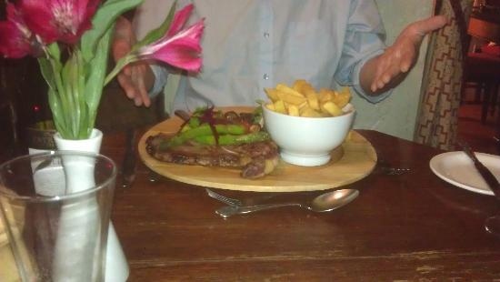 The Blue Boar Inn: lovely steak