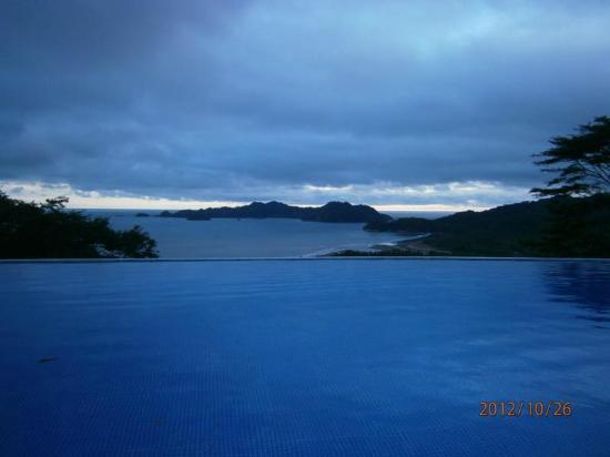 هوتل فيستا لاس إسلاس سبا آند إكو ريزيرفا: Aussicht vom Pool auf das Meer 