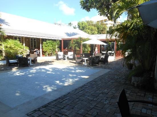 Island Inn Hotel: dining area