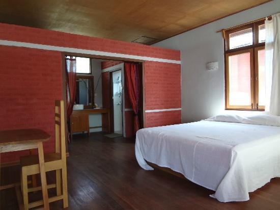Die Grosszugigen Zimmer Mit Modernen Badern Picture Of Pyi