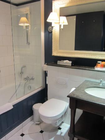 NH Brugge: バスルーム