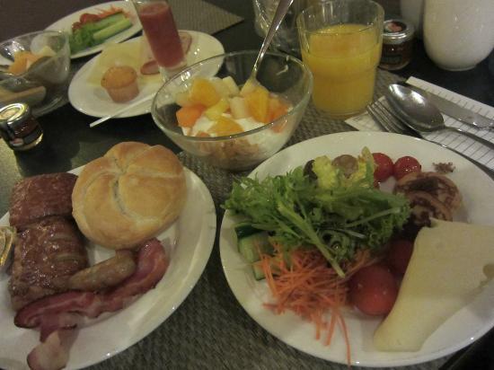 NH Brugge: 朝食の一例