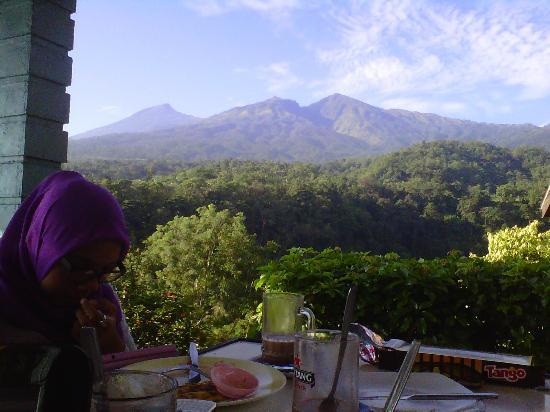 Pondok Senaru Cottages: Breakfast with a gorgeous scenery.