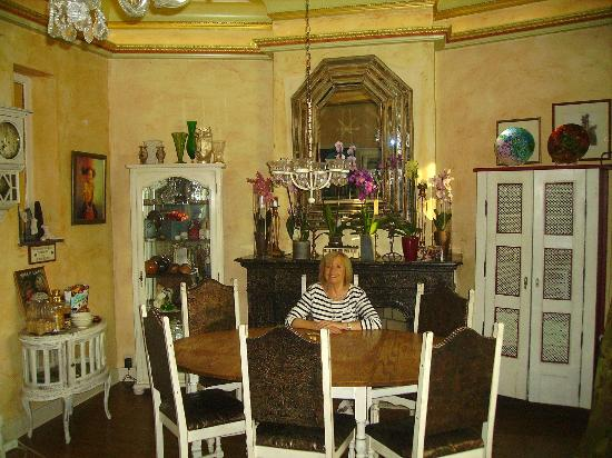 Bridies Bed and Breakfast: Dining Room
