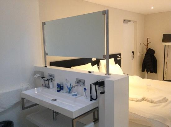 Asgard Hotel: Room 34, washing table. Great room