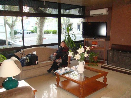 Hotel Leoncia: lobby