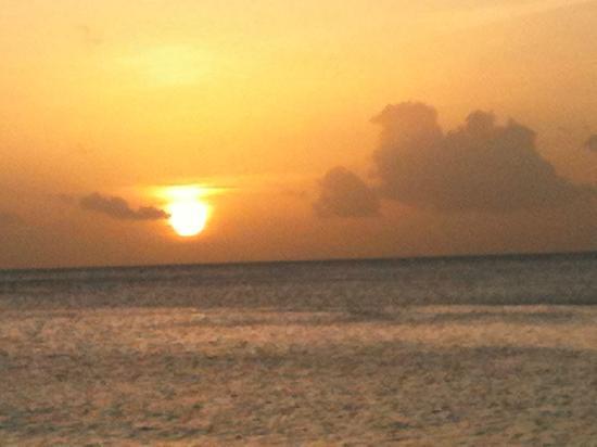 Radisson Grenada Beach Resort: sunset on beach