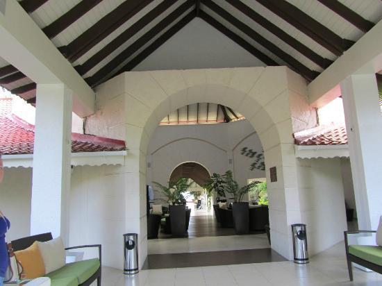 Radisson Grenada Beach Resort: Entrance to Dining Room