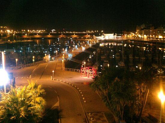 Hotel Pasaje : Vista nocturna desde la habitacion