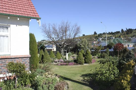 Highway House Oamaru : Grounds of Highway House
