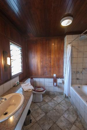 Keekorok Lodge-Sun Africa Hotels: Bathroom in our lodge at Keekorok
