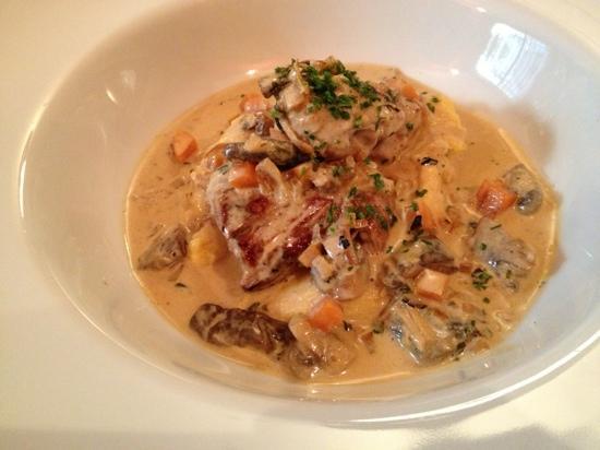 Le Millefeuille : filet mignon de porc de champsaur, polenta crémeuse au parmesan sa sauce aux champignons et à la