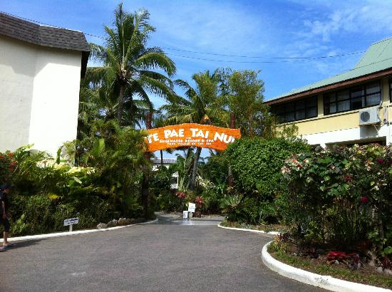 The Edgewater Resort & Spa: The entrance of the resort