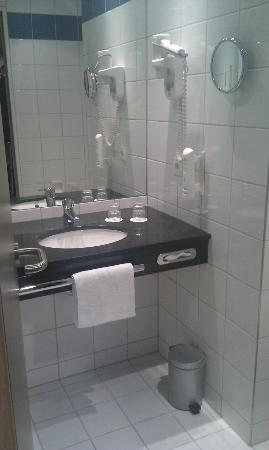 Tulip Inn Dusseldorf Arena: Bathroom