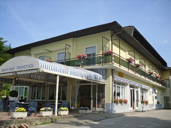 Garni Bellavista: facciata hotel e bar
