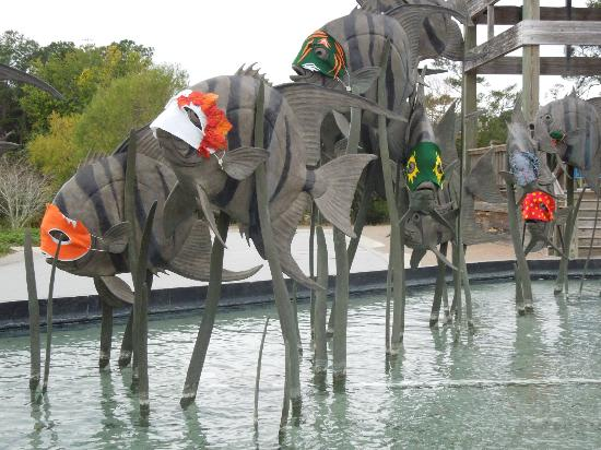 North Carolina Aquarium at Pine Knoll Shores: Sculpture outside dressed up for halloween