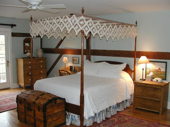 Inn at Old Virginia: Enjoy the simply luxury in a suite!