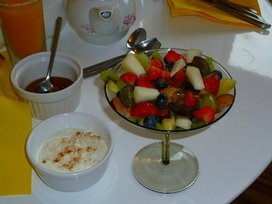 The Copper House - Portreath: Linda's breakfast fruit salad