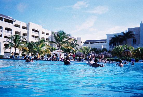 Iberostar Rose Hall Beach Hotel: the view from the pool
