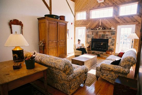 Inn at Old Virginia: Enjoy the great sitting room in the barn!