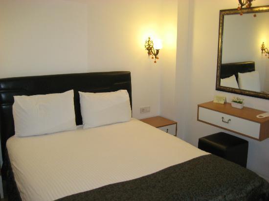 Jakaranda Hotel: Double Bedroom