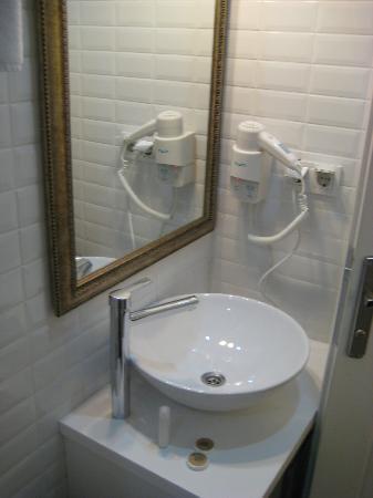 Jakaranda Hotel: New bathroom