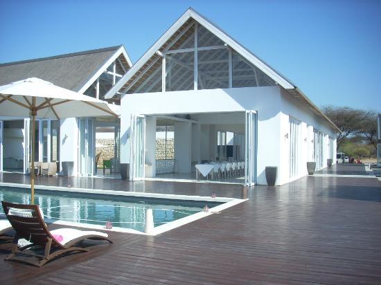 Emanya@Etosha: Dining area and pool