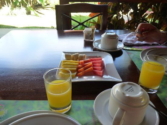 Hotel El Silencio del Campo: Fresh Fruit to start your day