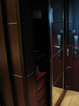 InterContinental Lisbon: safe closet 718