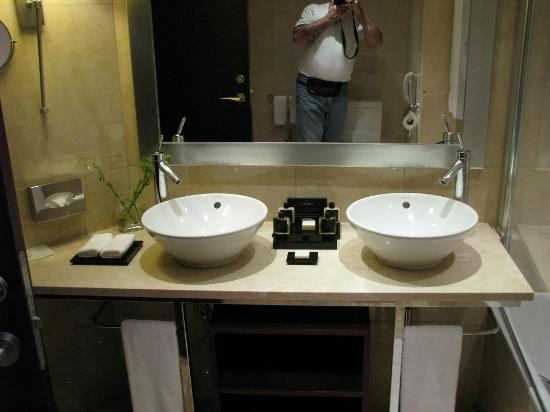 InterContinental Lisbon: bathroom sinks