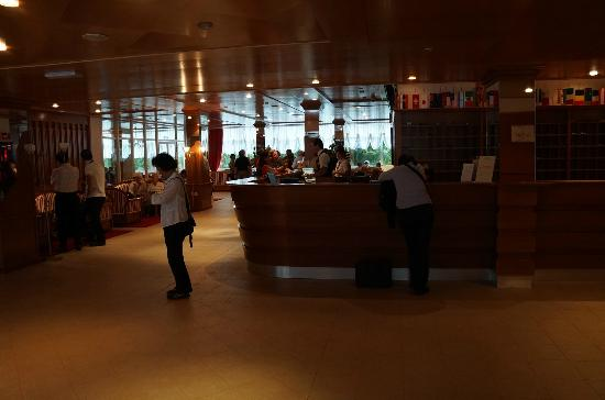 Hotel Jezero: Hotel lobby area 