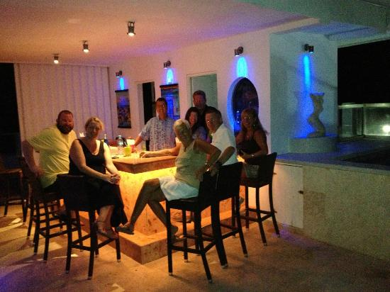 Casa Sirena Hotel: Happy Hour at the hotel with the other guests