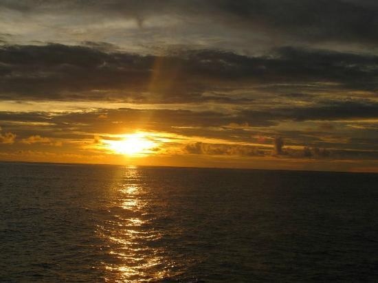 ميرو آيلاند ريزورت: sunset 