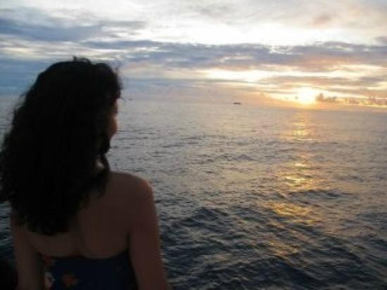 ميرو آيلاند ريزورت: on a sunset cruise 