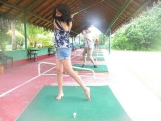 ميرو آيلاند ريزورت: golfing 