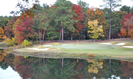 The Inn at Houndslake: Fall Foliage # 8 Dogwood Course