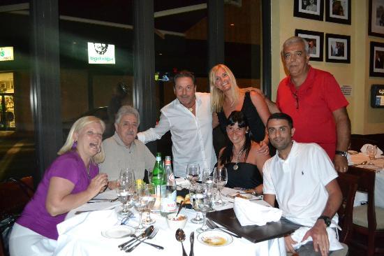 Cafe Ragazzi: Ricardo Montaner muy amabe y simpático con nosotros en la foto.