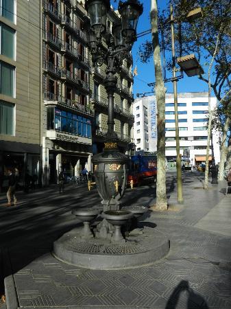 Mercure Barcelona Condor: Pi Catalunya in ten minutes
