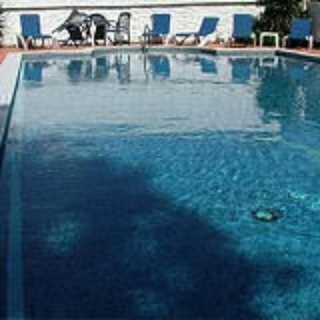 The Rosemundy House Hotel: Outdoor Swimming Pool