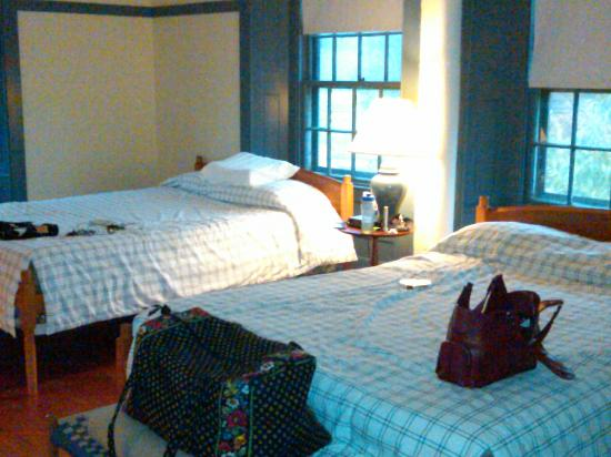 Enfield Shaker Museum : One of the sleeping/guest rooms at the Great Stone Dwelling