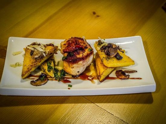 La Brunilda Tapas : Free-range chicken with maize flour & mushroom