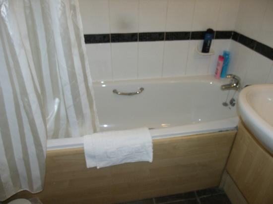 Mercure Ayr Hotel: Damaged bath handle