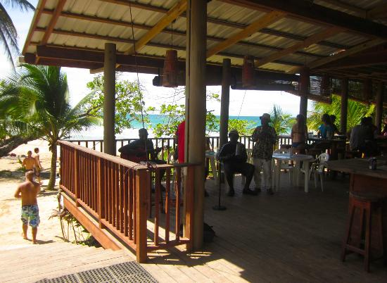 Red Frog Beach Island Resort & Spa: Music at the Punta Lava Beach Bar!