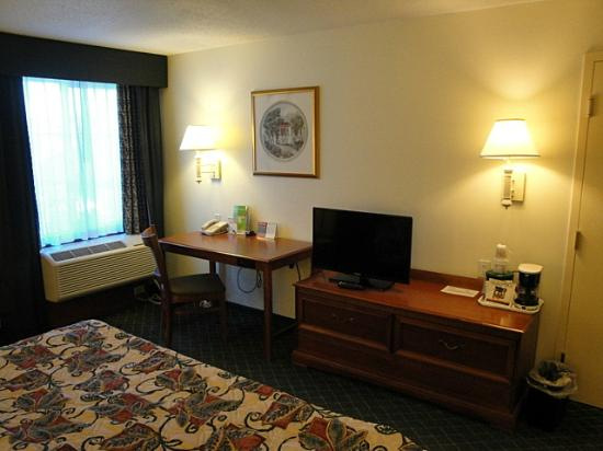 La Quinta Inn Vancouver Airport: Desk in the room