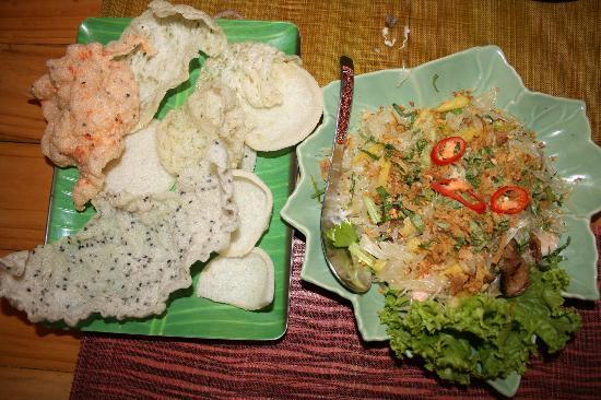 Xuan Mai Restaurant: Салат из помело с морепродуктами и свининой