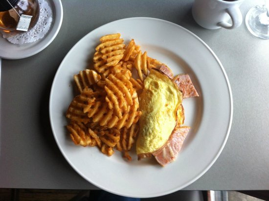 Maxwell's Bistro: Pork omlette (bacon, peameal, prosciutto) and cross-cut fries