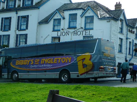 The Lion Hotel: Our coach at Hotel