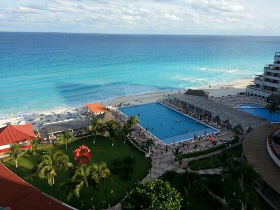Crown Paradise Club Cancun: Vista desde la habitaci?n