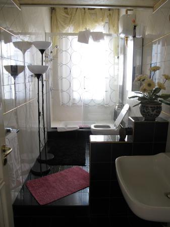 the bathroom/11th floor suite La Casa di El