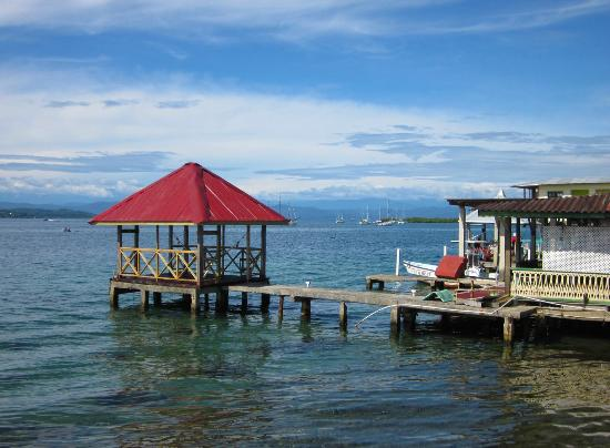 Bocas Paradise Hotel: In town